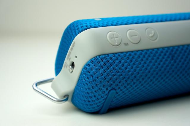 Sony SRS-BTS50 Ultra-portable Wireless Speaker 2
