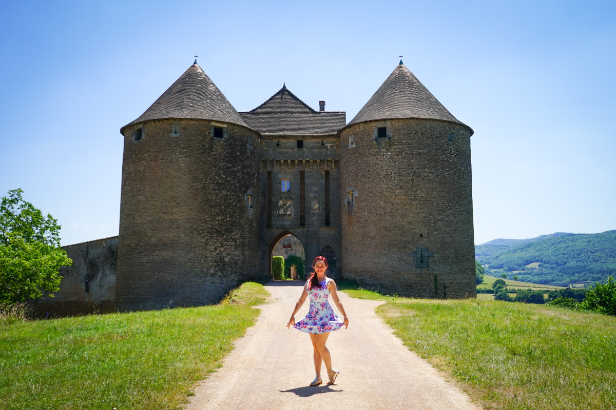 8 reasons to fall in love with burgundy france for Castles to stay in france