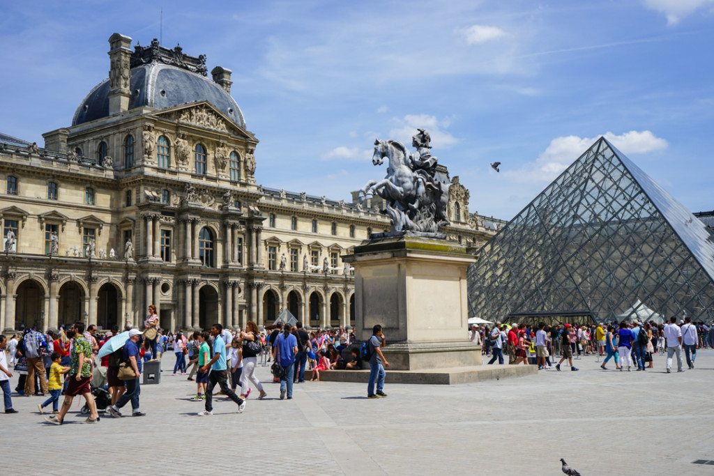 THe Louvre with Get Your Guide